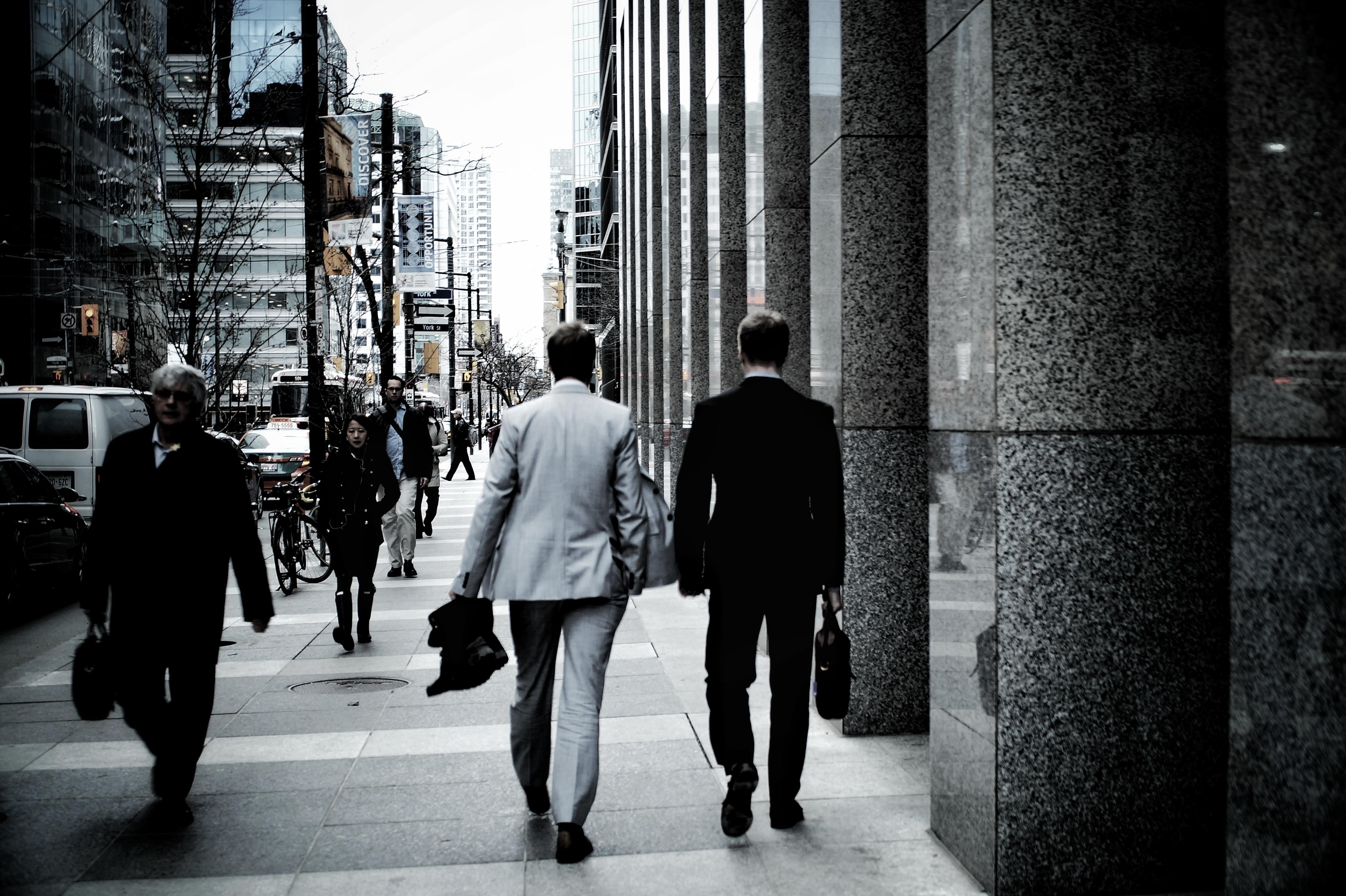 転職初日のビジネスマン